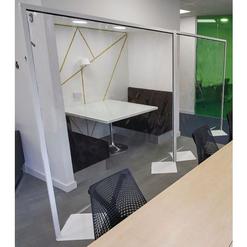 Floor Standing Clear Protection Screens